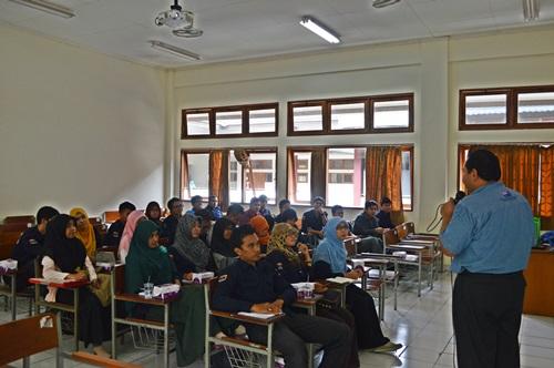 Ahamad Zaid Sulaiman (UMP) berkunjung di Teknik Kimia (8)