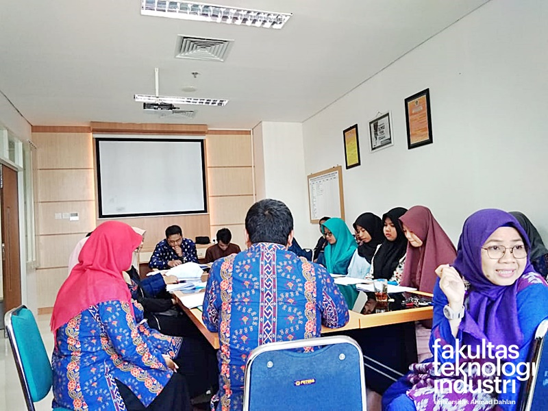 Workshop Penyusunan CCP Dosen FTI UAD Kenaikan Jabatan Akademik (AA ke Lektor)