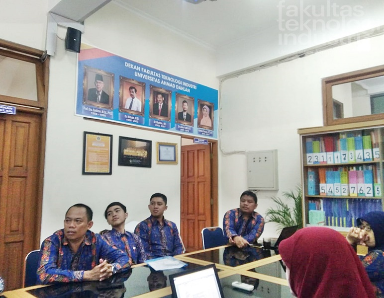 Manajemen Dan Job Description Staff Tata Usaha Fakultas Teknologi Industri UAD