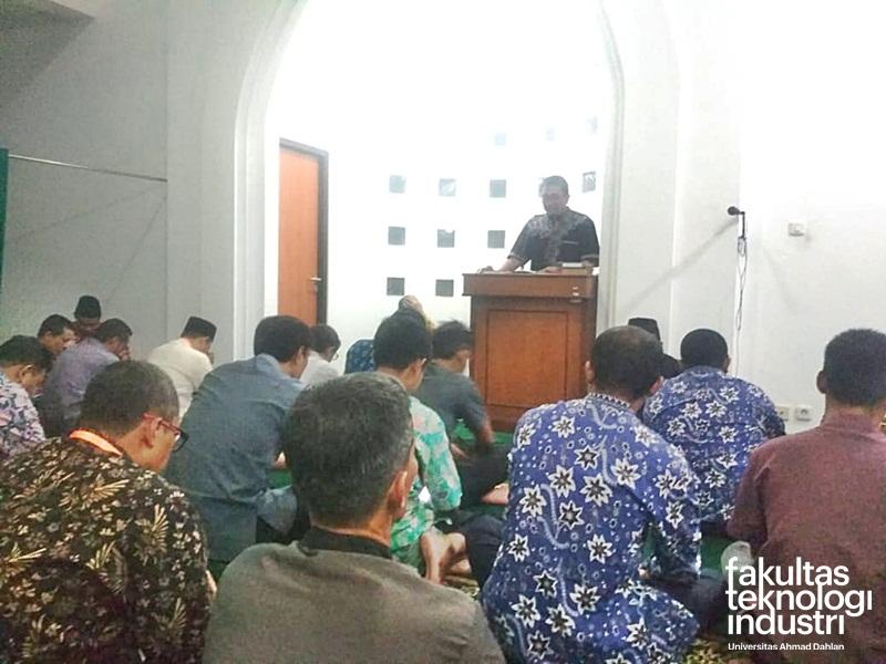 Pengkajian dan Pengamalan Muhammadiyah (PPKM) Kenaikan Pangkat Berkala Gelombang 1 Karyawan UAD