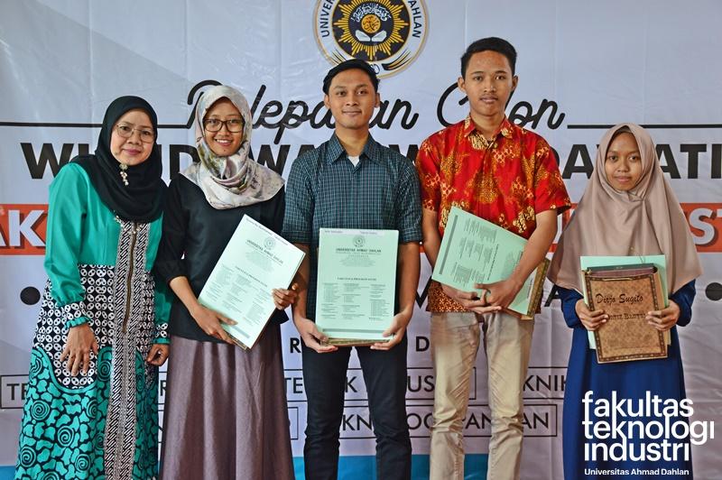 Torehan Prestasi Wisudawan FTI UAD 23 Maret 2019