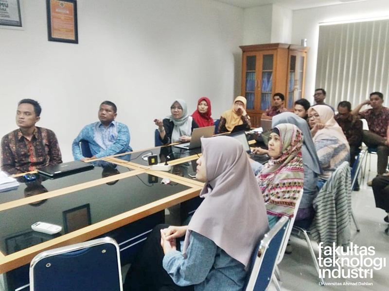 Workshop Job Desk Karyawan Fakultas Dan Karyawan Prodi (Student Eployment) FTI UAD