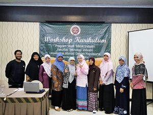 Workshop kurikulum Teknik Industri FTI UAD (1)