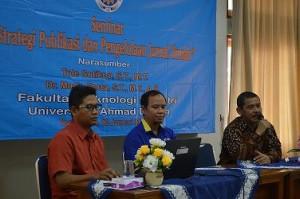 Seminar Strategi Publikasi dan Pengelolaan Jurnal FTi UAD oleh Tole Sutikno